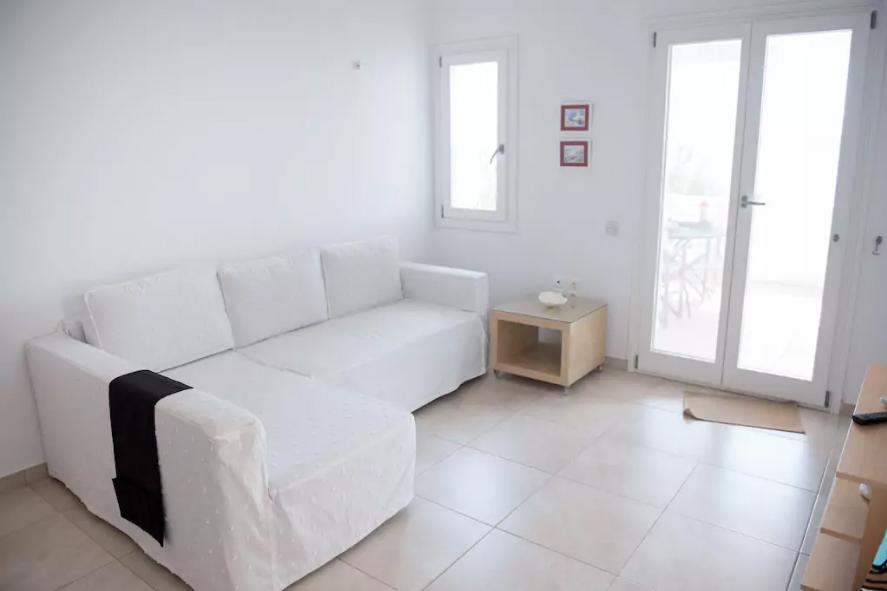 Paros – Beach Apartment for 2-4 Guests