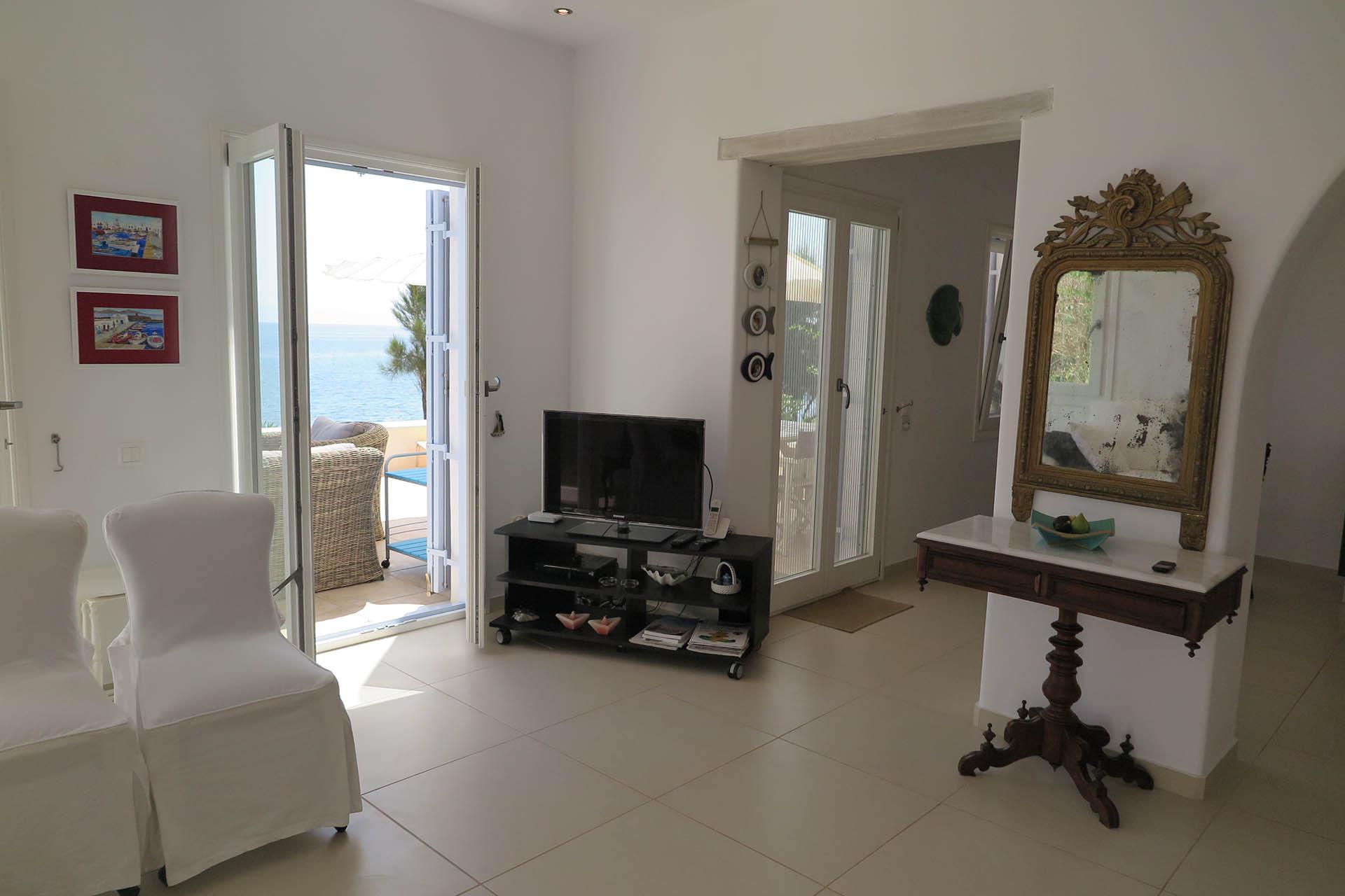Paros – Big-Blue Apartment for 5+ Guests